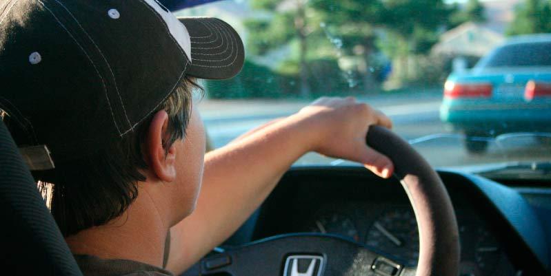 esta prohibido conducir con chanclas